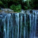 「幽玄」「神秘」!冷涼感溢れる【白糸の滝】は北軽観光に欠かせない「名所」